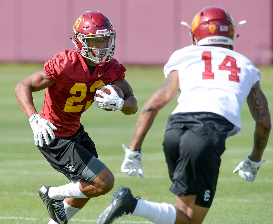 . USC\'s Velus Jones, Jr., #23, runs a play as Ykili Ross, #14, defends during spring practice at USC Thursday, April 13, 2017.  ( Photo by David Crane, Los Angeles Daily News/SCNG)