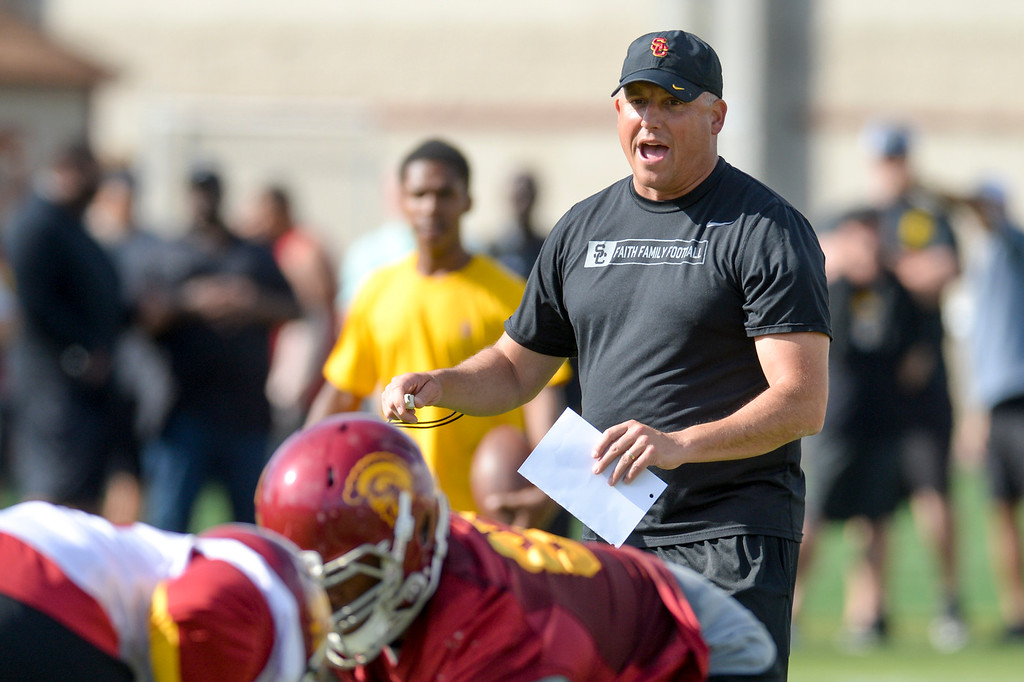 . USC\'s head coach Clay Helton calls the play during spring practice at USC Thursday, April 13, 2017.  ( Photo by David Crane, Los Angeles Daily News/SCNG)
