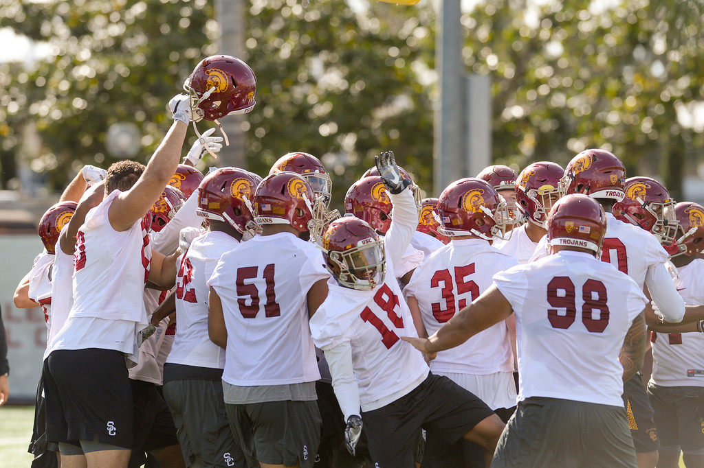 . USC\'s offensive players celebrate a final play during spring practice at USC Thursday, April 13, 2017.  ( Photo by David Crane, Los Angeles Daily News/SCNG)