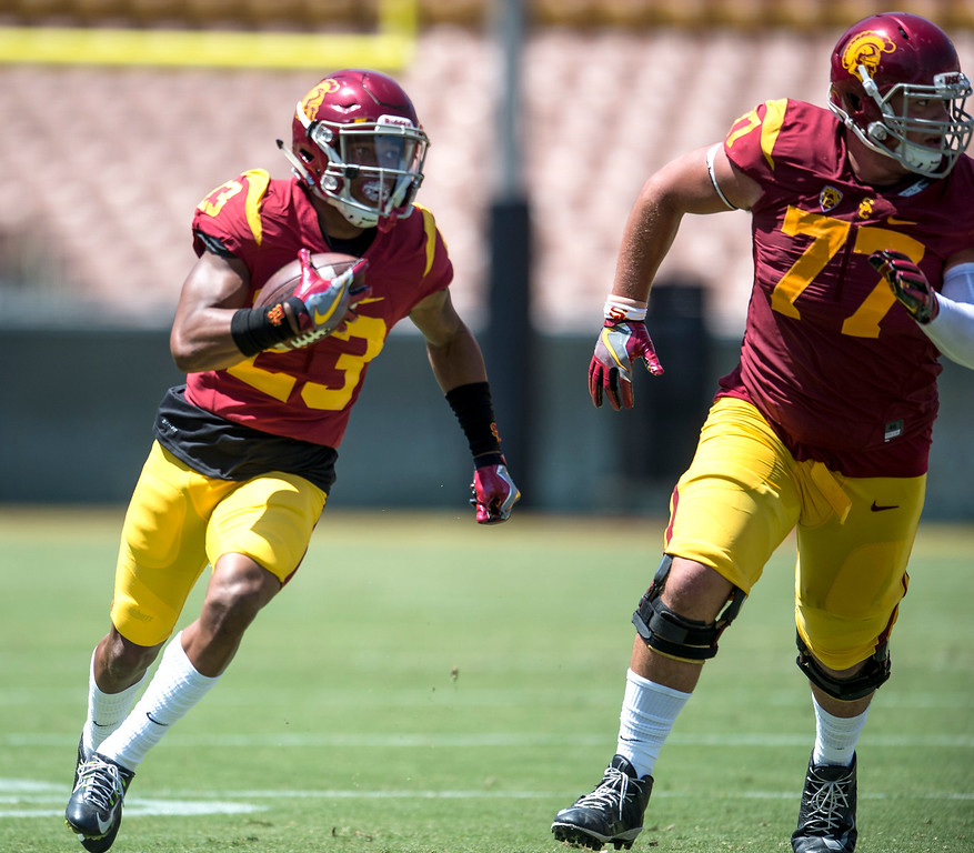 . Chris Brown, right, leads the way as Velus Jones Jr., cuts the corner during USC Spring Game at the Los Angeles Memorial Coliseum in Los Angeles on Saturday, April 15, 2017. (Photo by Ed Crisostomo, Los Angeles Daily News/SCNG)