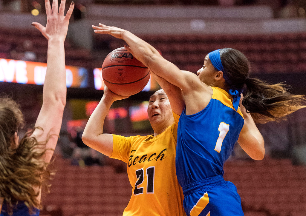 . UC Santa Barbara guard Drea Toler, right, tries to block a shot by Long Beach State guard Anna Kim during the Big West Women\'s Tournament final in Anaheim on Saturday, March 11, 2017. (Photo by Paul Rodriguez, Orange County Register/SCNG)