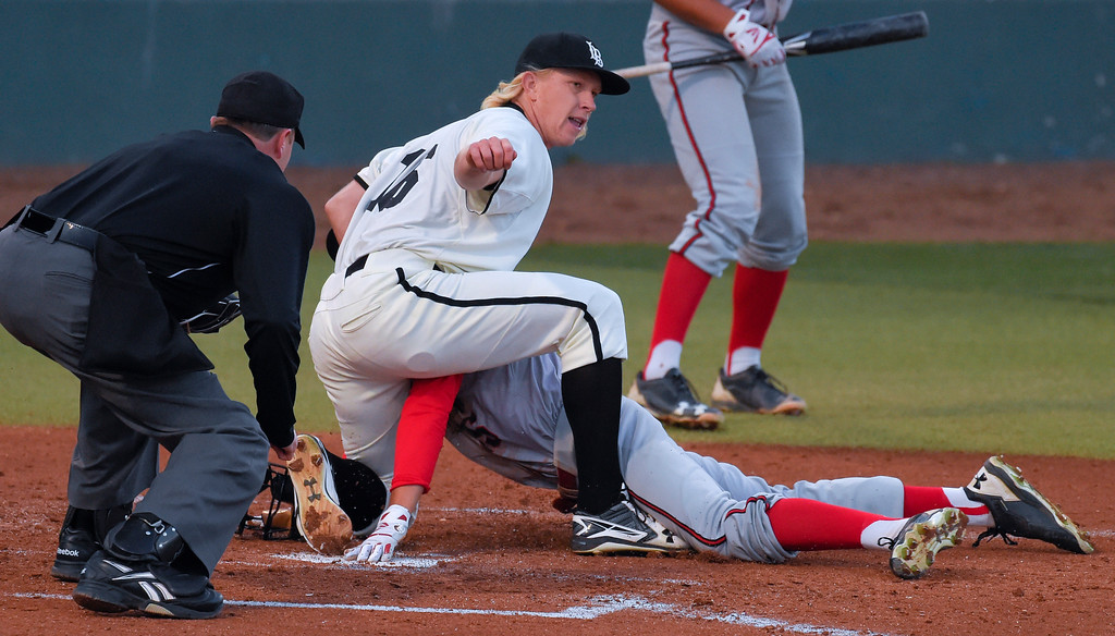 . LBSU pitcher Darren McCaughan prevents CSUN�s Justin Toerner from scoring as he tags him out in Long Beach on Thursday, April 13, 2017. LBSU vs CSU Northridge baseball. (Photo by Scott Varley, Press-Telegram/SCNG)