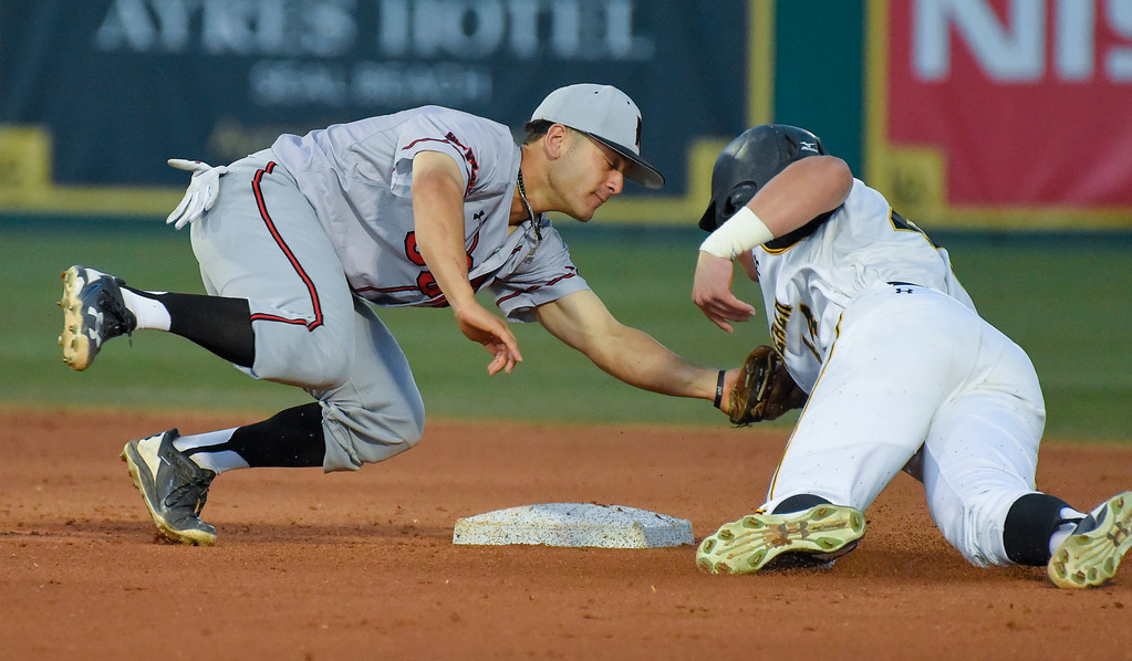 . LBSU�s Luke Rasmussen tries to avoid the tag by CSUN�s Alvaro Rubalcaba as he�s caught trying to steal second base in Long Beach on Friday, April 14, 2017. LBSU vs CSU Northridge baseball. (Photo by Scott Varley, Press-Telegram/SCNG)