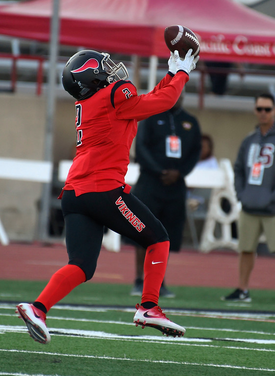 . Jabari Minix makes a reception for a TD for LBCC in Long Beach on Saturday, September 9, 2017. Junior College football - Long Beach City College vs Saddleback. (Photo by Scott Varley, Press-Telegram/SCNG)