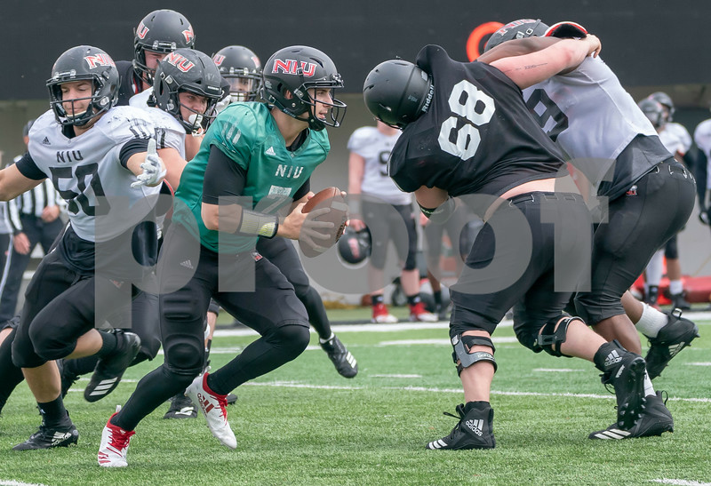 dc.sports.0408.niu football