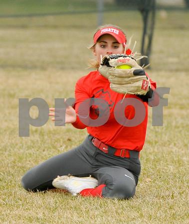 dc.sports.0406.sycamore softball-9