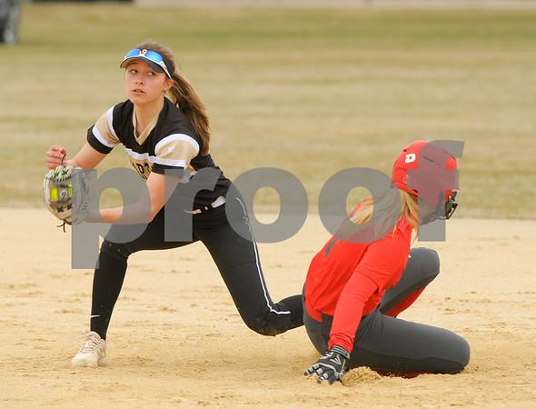 dc.sports.0406.sycamore softball-2