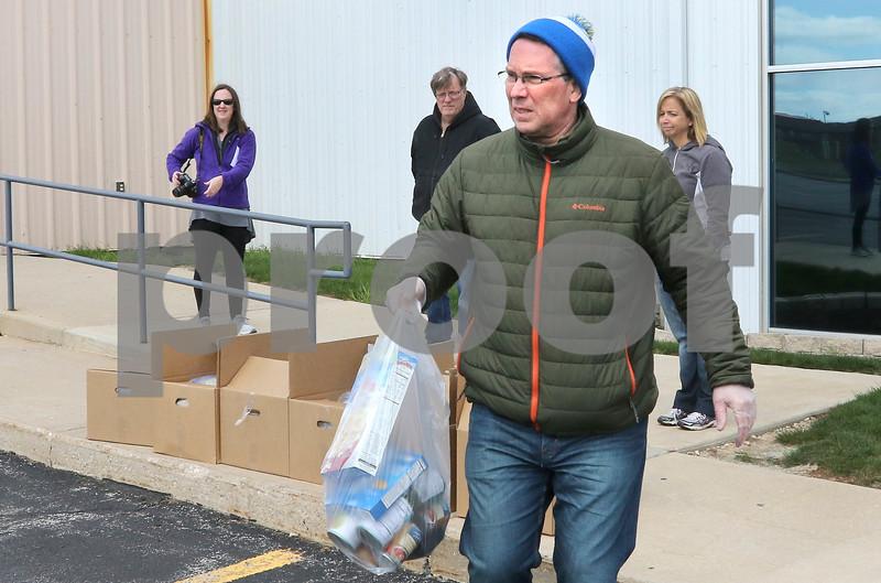 dc.0411.YMCA food distribution03