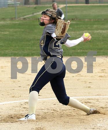 dc.sports.0412.ic hiawatha softball03