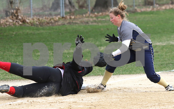 dc.sports.0412.ic hiawatha softball19