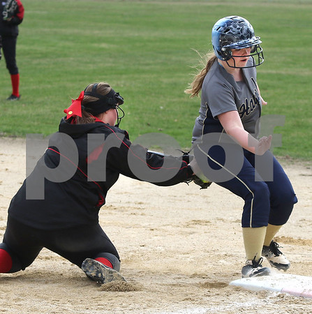 dc.sports.0412.ic hiawatha softball06