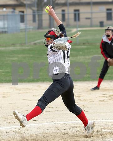 dc.sports.0412.ic hiawatha softball04