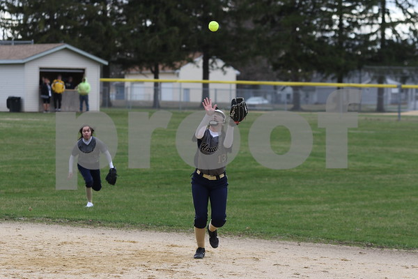 dc.sports.0412.ic hiawatha softball