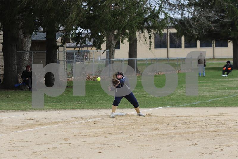 dc.sports.0412.ic hiawatha softball