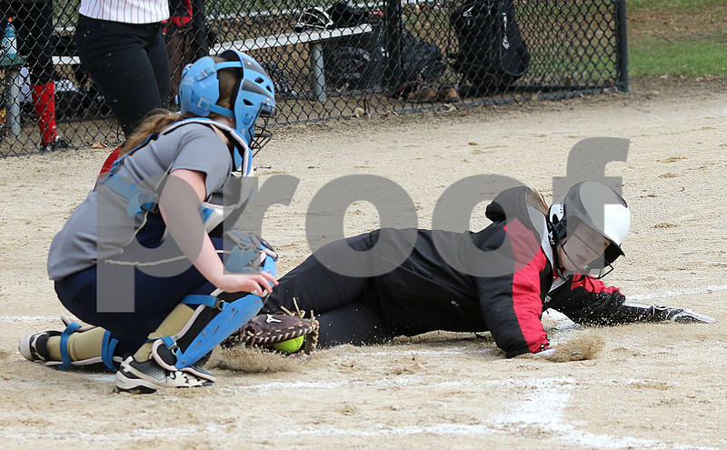 dc.sports.0412.ic hiawatha softball01