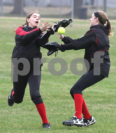 dc.sports.0412.ic hiawatha softball05