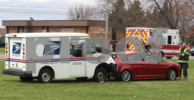 dc.0413.mail truck crash03