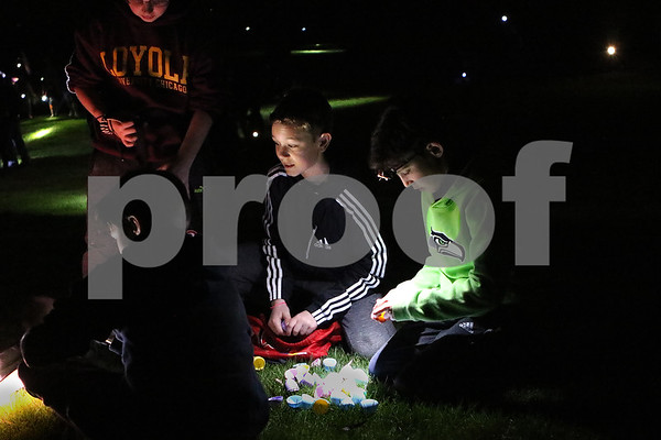 dnews_0413_Flashlight_Easter_02