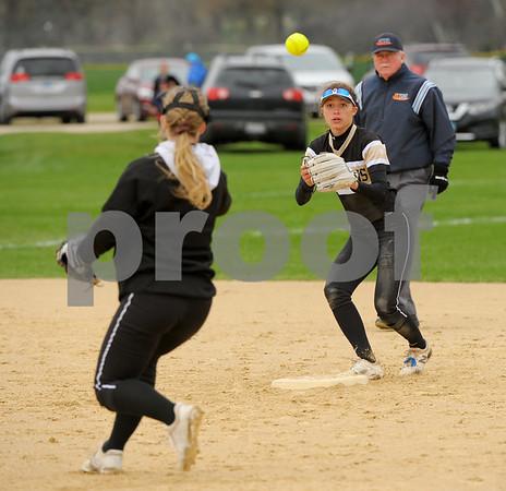 dc.sports.0419.Sycamore-DeKalb-Softball-10