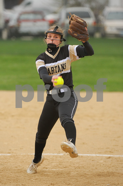 dc.sports.0419.Sycamore-DeKalb-Softball-8