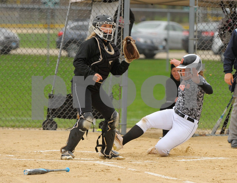 dc.sports.0419.Sycamore-DeKalb-Softball-1