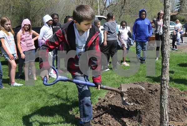 dk.0426.Tyler tree planting07