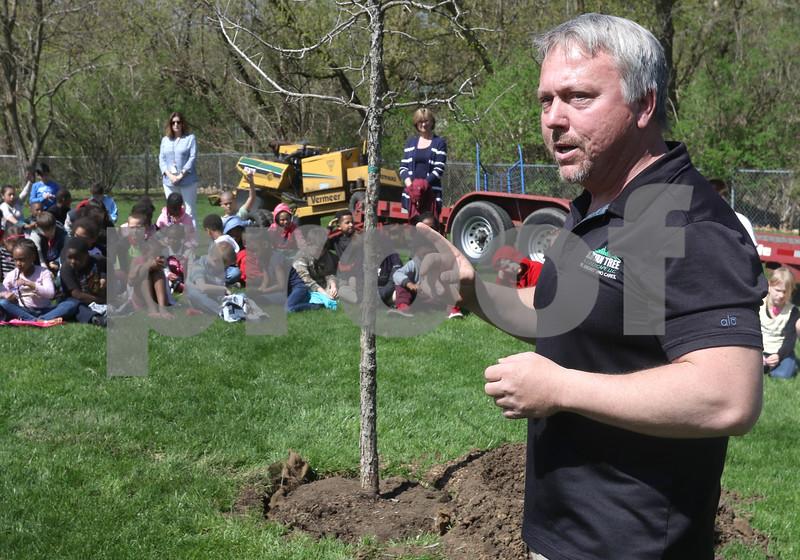 dk.0426.Tyler tree planting03