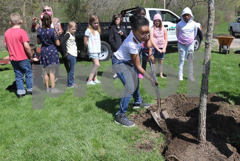 dk.0426.Tyler tree planting09