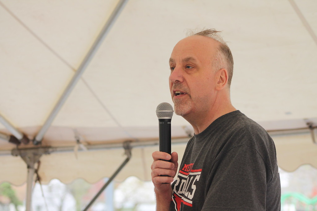 . Kristi Garabrandt � The News-Herald <br> Marc Kaminicki, principal, speaks to community members who came to say goodbye to Garfield Elementary which will be permanently closing at the end of the school year.