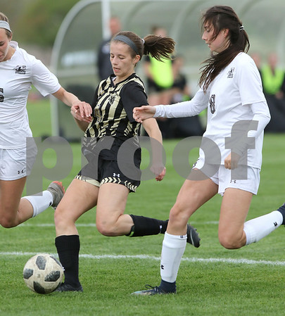 dc.sports.0508.kaneland sycamore soccer03