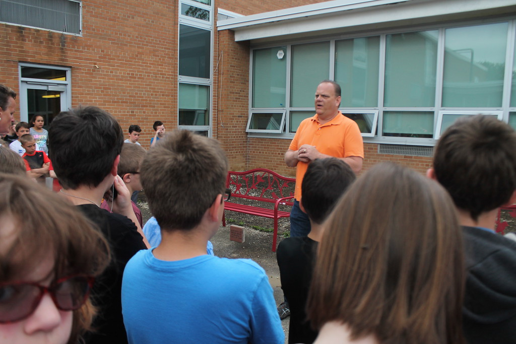 . Kristi Garabrandt � The News-Herald <br> Willowick Mayor Rich Regovich explains the importance of giving back to the community to the fifth grade class at Royalview Elementary School after they completed the Mayor\'s Challenge on May 22.