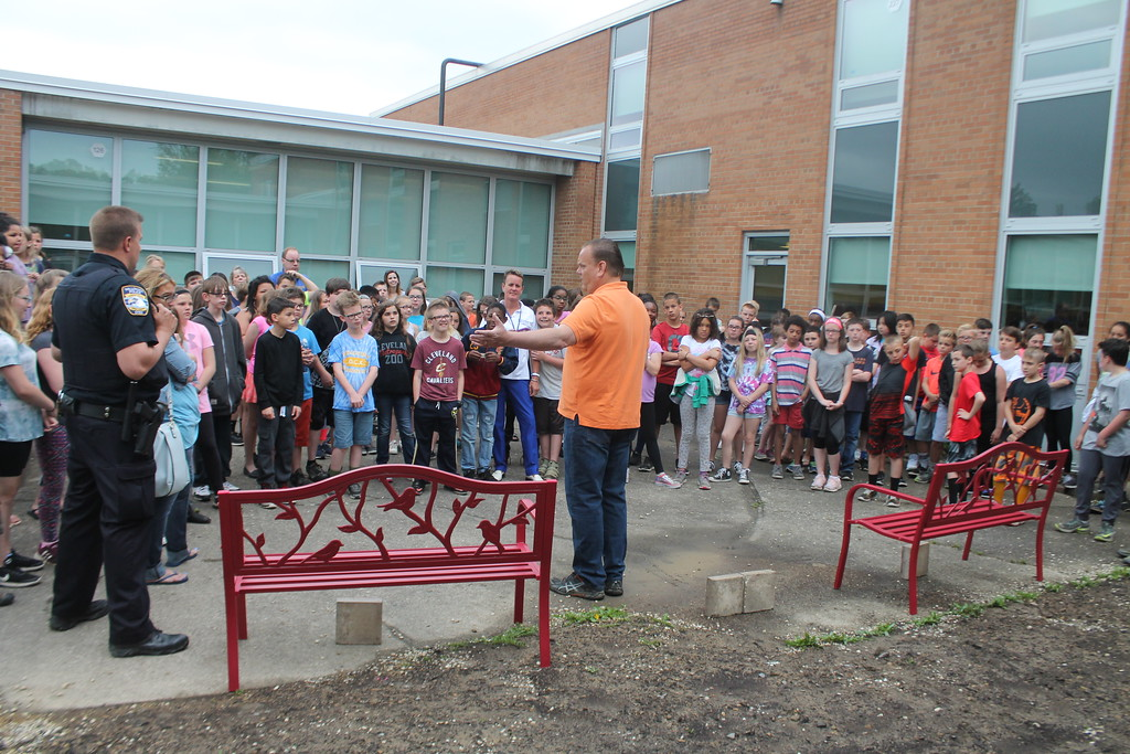 . Kristi Garabrandt � The News-Herald <br> Willowick Mayor Rich Regovich and Willowick D.A.R.E officer congratulate the fifth grade class at Royalview Elementary School for successfully completing the Mayor\'s Challenge on May 22.
