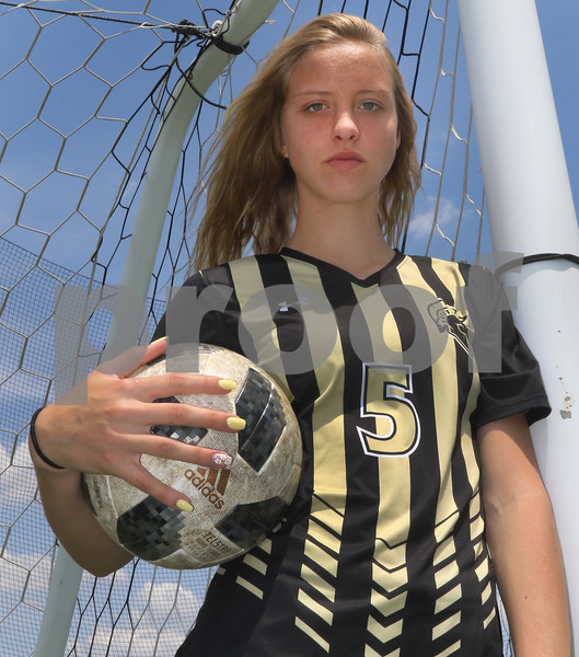 dc.sports.0525.girls soccerPOY01