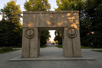 """ Gate of the Kiss "" by Constantin Brancusi, Targu Jiu, Wallachia, Romania"