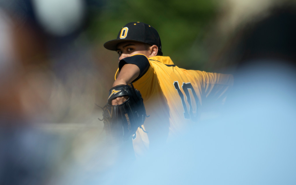 . Bishop O\'Dowd starting pitcher Josh Cleto delivers against Encinal during the first inning of a high school baseball game, Wednesday, April 20, 2016, in Alameda, Calif. O\'Dowd won, 7-4. (D. Ross Cameron/Bay Area News Group)