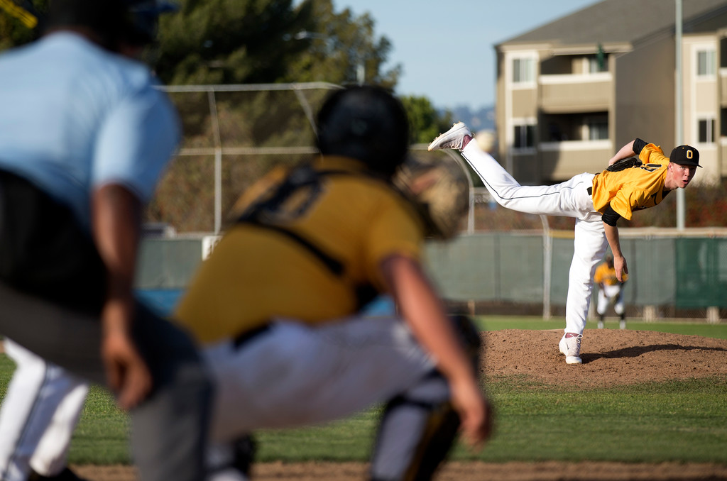 . Bishop O\'Dowd pitcher Henry Loran (17) delivers against Encinal during the seventh inning of a high school baseball game, Wednesday, April 20, 2016, in Alameda, Calif. O\'Dowd won, 7-4. (D. Ross Cameron/Bay Area News Group)