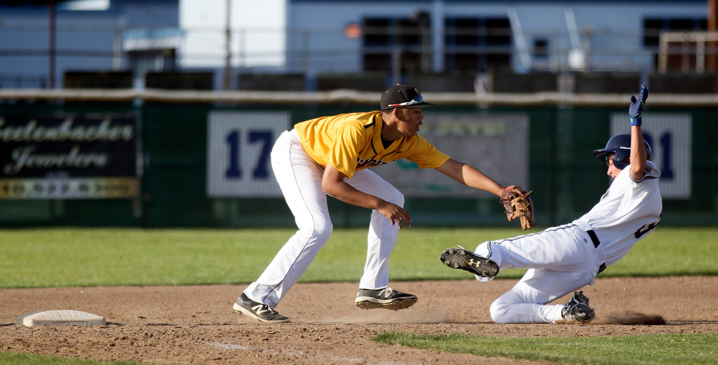 . Bishop O\'Dowd third baseman Connor Thomas, left, puts the tag on Encinal Alex Olaes as he tries to advance from first to third base on an errant pickoff throw during the seventh inning of a high school baseball game, Wednesday, April 20, 2016, in Alameda, Calif. O\'Dowd won, 7-4. (D. Ross Cameron/Bay Area News Group)