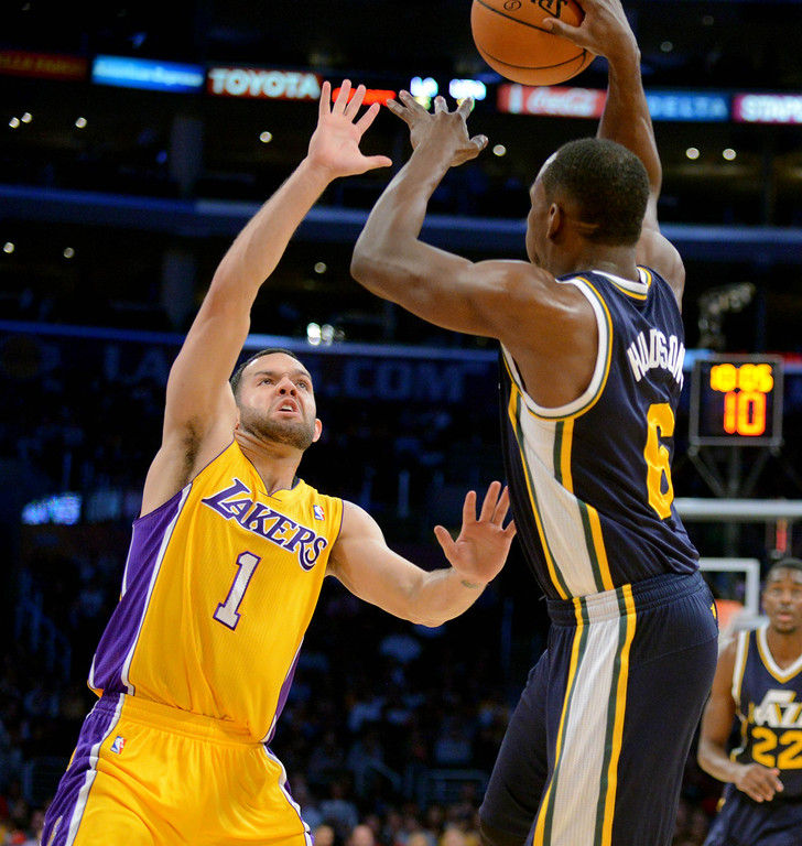 . Los Angeles Laker Jordan Farmar guards Utah Jazz\'s Lester Hudson in the NBA preseason basketball game at Staples Center in Los Angeles, CA. on Tuesday, October 22, 2013. (Photo by Sean Hiller/Daily News)
