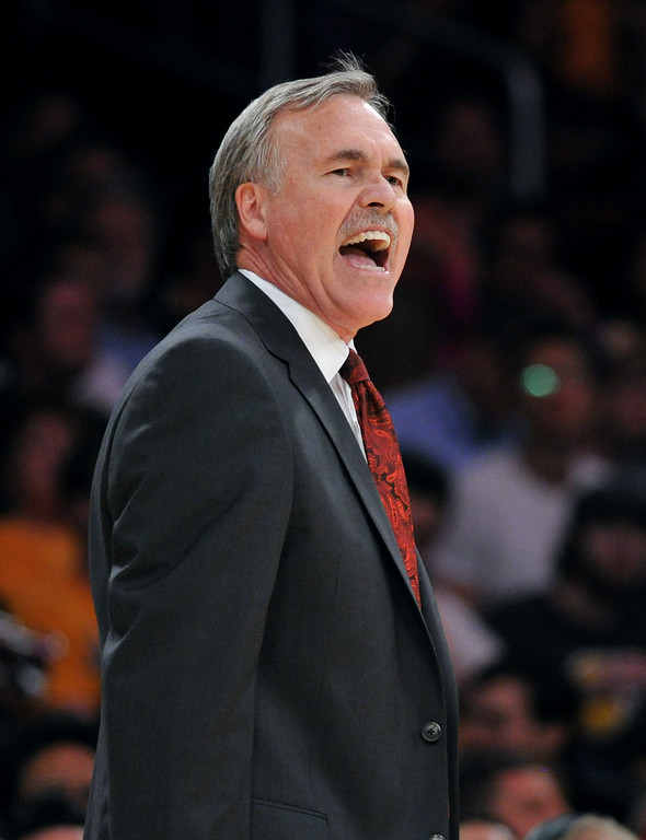 . Los Angeles Lakers Head Coach Mike D\'Antoni leads against the Utah Jazz in the NBA preseason basketball game at Staples Center in Los Angeles, CA. on Tuesday, October 22, 2013. (Photo by Sean Hiller/Daily News)