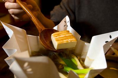 Dinner in sobaya; udon, tempura, soba and nabe is served.