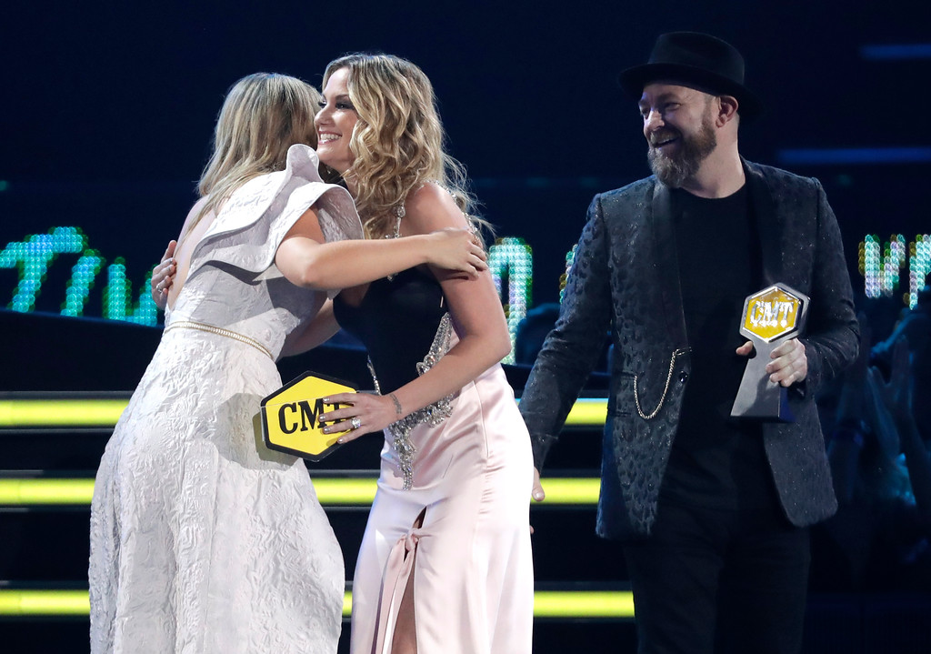 . Jennifer Nettles, second left, and Kristian Bush, right, present the collaborative video of the year award to Lauren Alaina at the CMT Music Awards at the Bridgestone Arena on Wednesday, June 6, 2018, in Nashville, Tenn. (AP Photo/Mark Humphrey)