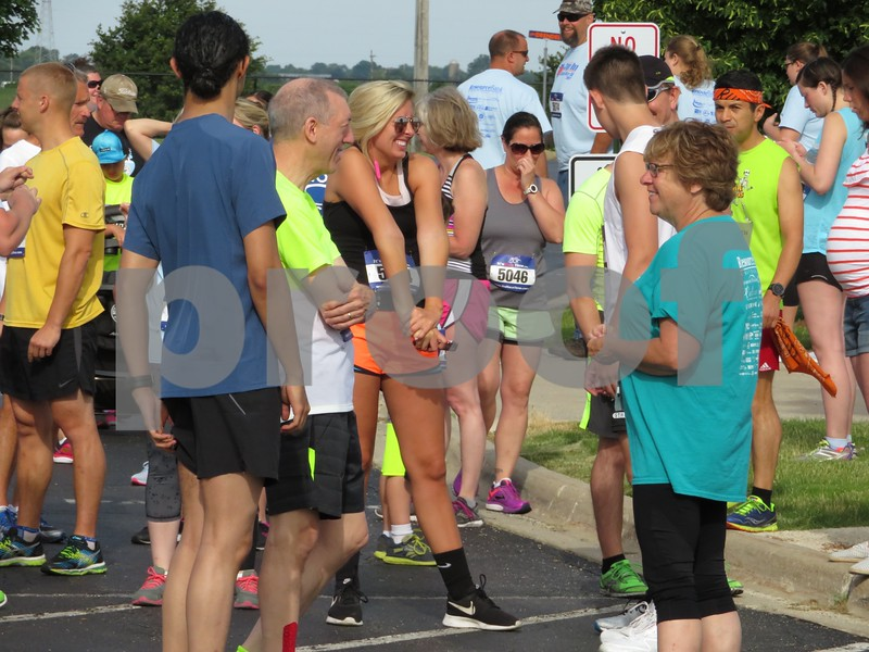 Katie Finlon for Shaw Media<br /> Brett's mom, Cathy Kubasiak (right), chats with fellow runners before the 5K.