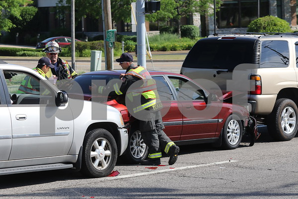 dnews_0614_3Car_Crash_02