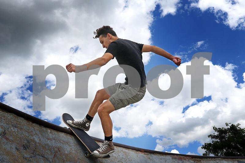 dnews_0626_Skateboarders_01