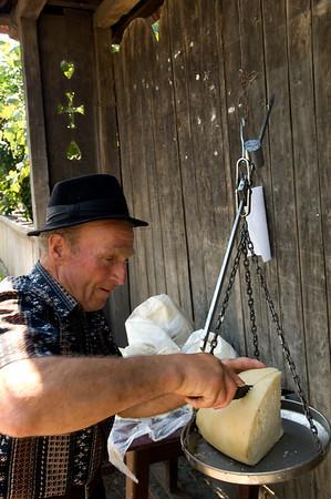 Europe, Romania, Maramures, cheese seller in Strimtura village, Iza valley