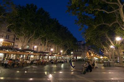 Europe, France, Provence, Avignon, dining alfresco in the evening on Place de la Horloge