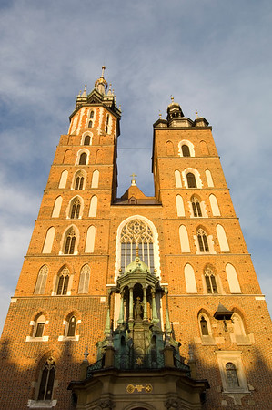 Poland, Cracow, Mariacki Church and Main Square