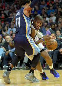 L.A.Clippers Chris Paul(3) looks to get by Memphis Mike Conley(11) at the STAPLES Center in Los Angeles, CA. Wednesday, November 16, 2016. (Photo by Thomas R. Cordova, Daily News/SCNG)