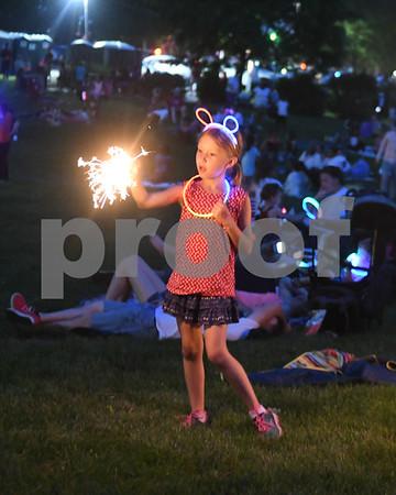 dekalb.fireworks16