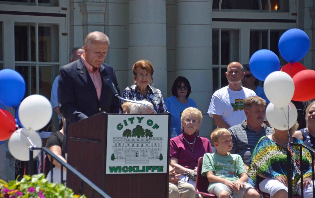 . Paul DiCicco � The News-Herald <br> Mayor Margalis reads the history of Wickliffe and the Coulby estate history to the crowd.  Sitting to his right are several members of the Coulby family.  Many of the members coming in from Maryland and Virginia Beach for the occasion.